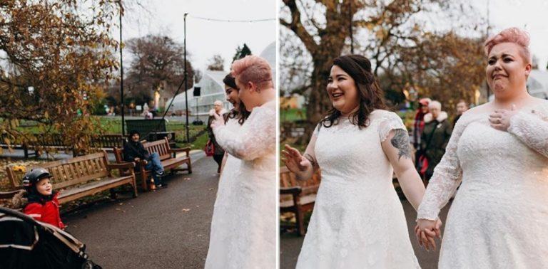 """Garotinho vê mulheres se casando e grita: """"Mãe, olha, 2 princesas!"""""""