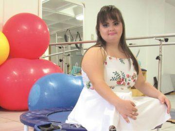 Conheça a primeira brasileira com síndrome de Down a se formar em Fisioterapia