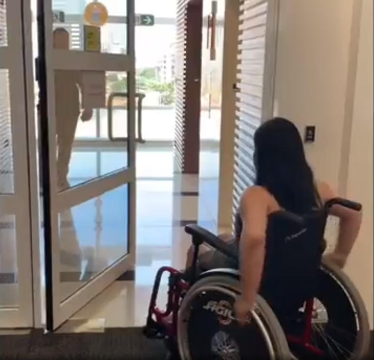 oracle instala portas automáticas funcionários PCDs