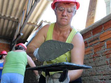 pedreira Lia busca auxiliares mulheres cis ou trans