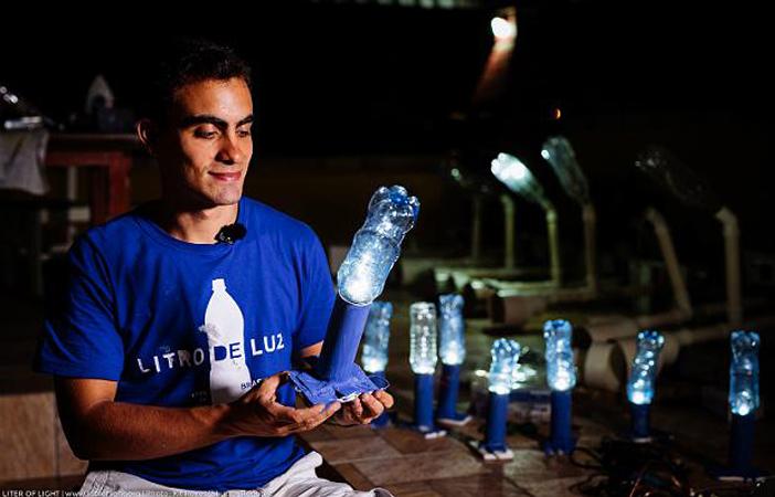 oficina luminárias garrafas plásticas