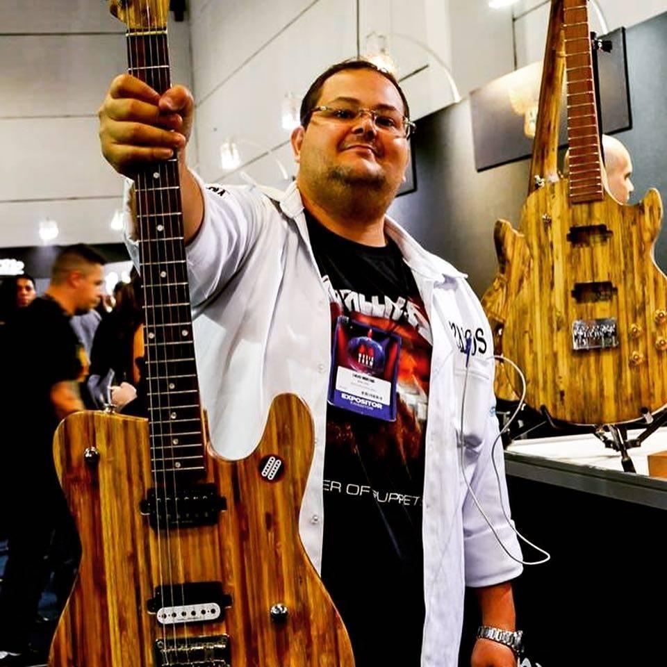 músico acreano produz guitarras madeira certificada