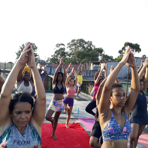 Voluntária leva aulas de Yoga para mulheres da periferia de São Paulo e eleva autoestima 2