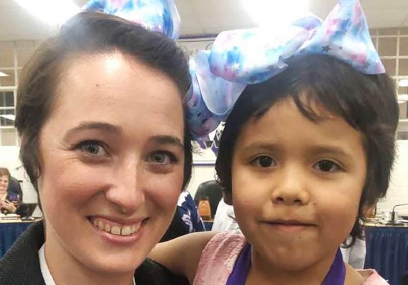 Contra bullying, professora corta cabelo igual ao de aluna excluída por colegas