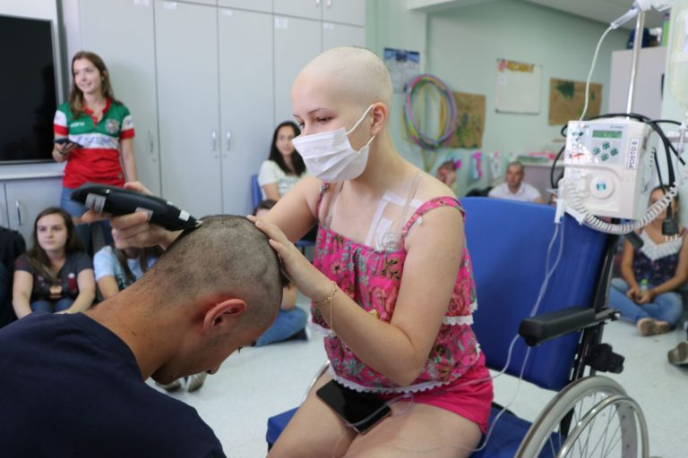 Crianças em tratamento de câncer fazem trote para alunos de Medicina 1