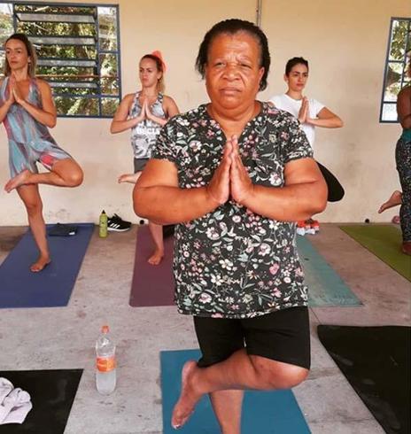 Voluntária leva aulas de Yoga para mulheres da periferia de São Paulo e eleva autoestima 7