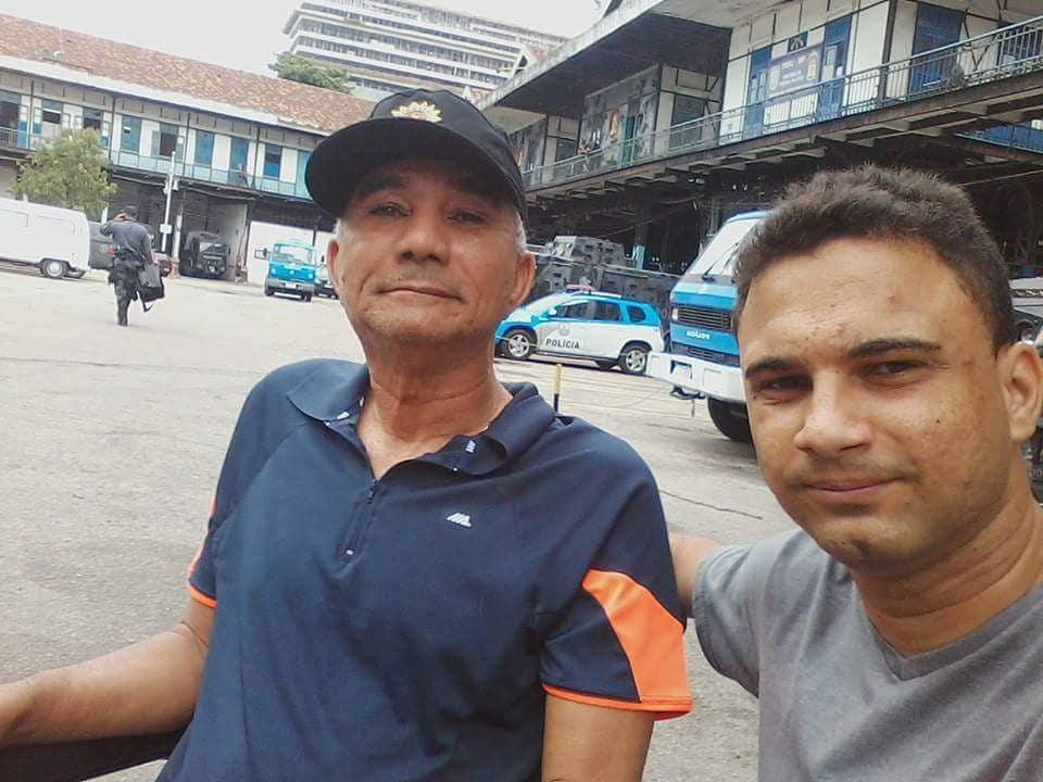 após perder pai parkinson ele oferece serviço acompanhante idosos