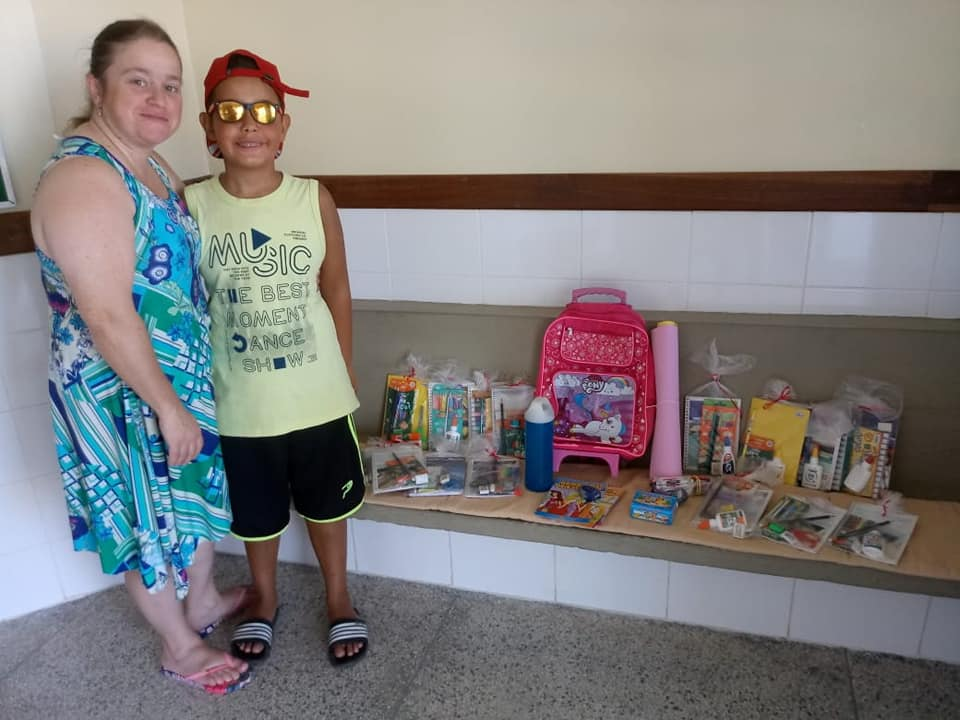 campanha menino arrecadacao kits escolares sucesso