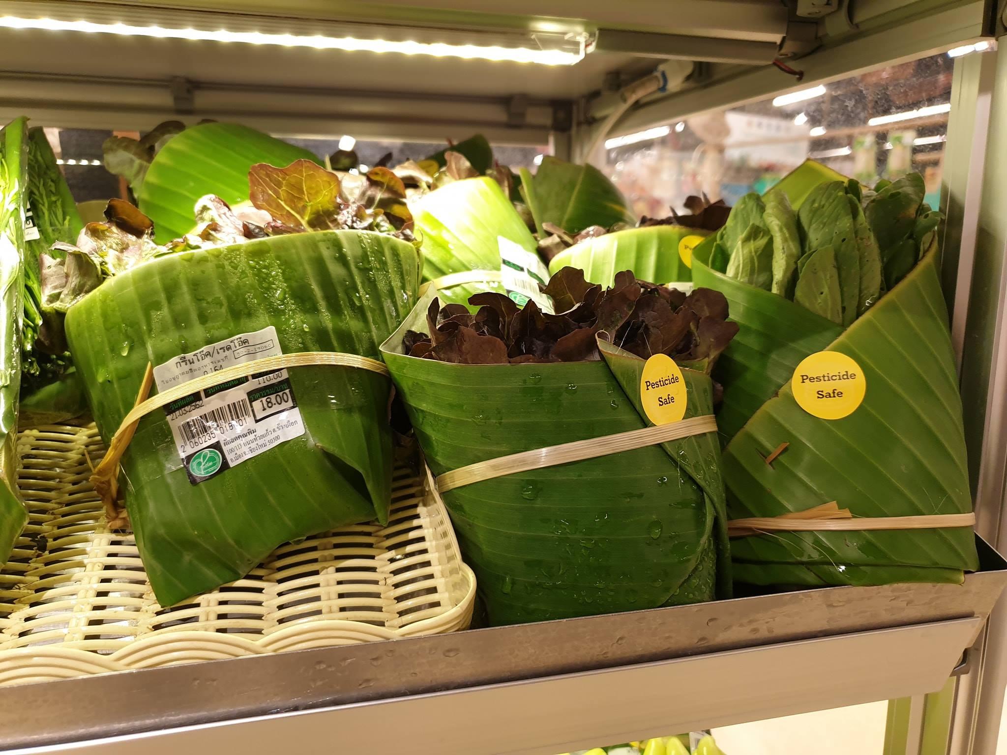 Supermercado da Tailândia troca plástico por embalagem feita de folhas de bananeira