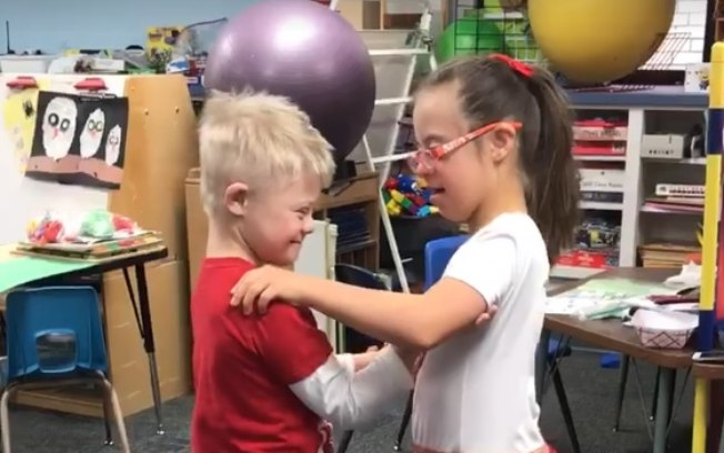 Melhores amigos com síndrome de Down dançam juntos e comovem a Internet 1