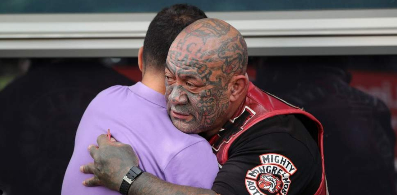 Gangues de motoqueiros fazem guarda das mesquitas atacadas na Nova Zelândia