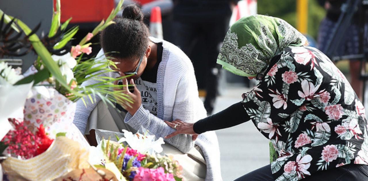 Pessoas do mundo todo estão deixando flores em mesquitas após atentado 3