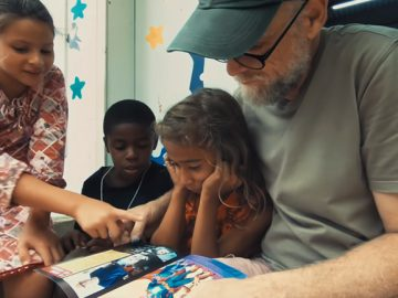 artista transforma crianças comunidade super-heróis
