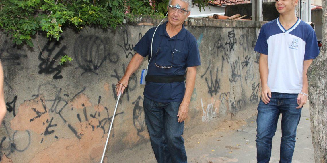 Em Macaé, (RJ) estudante cria óculos que detecta obstáculos e emite alertas para cegos 9