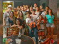 karaoke não cobra entrada crianças orfanato comida bebida graça