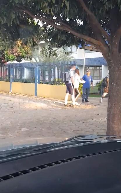 Porteiro vira sucesso gesto gentileza escola Sinop Mato Grosso