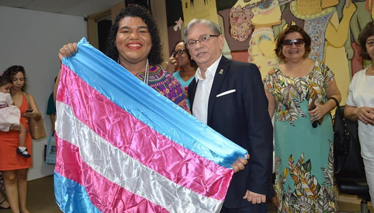 professora travesti universidade federal piaui