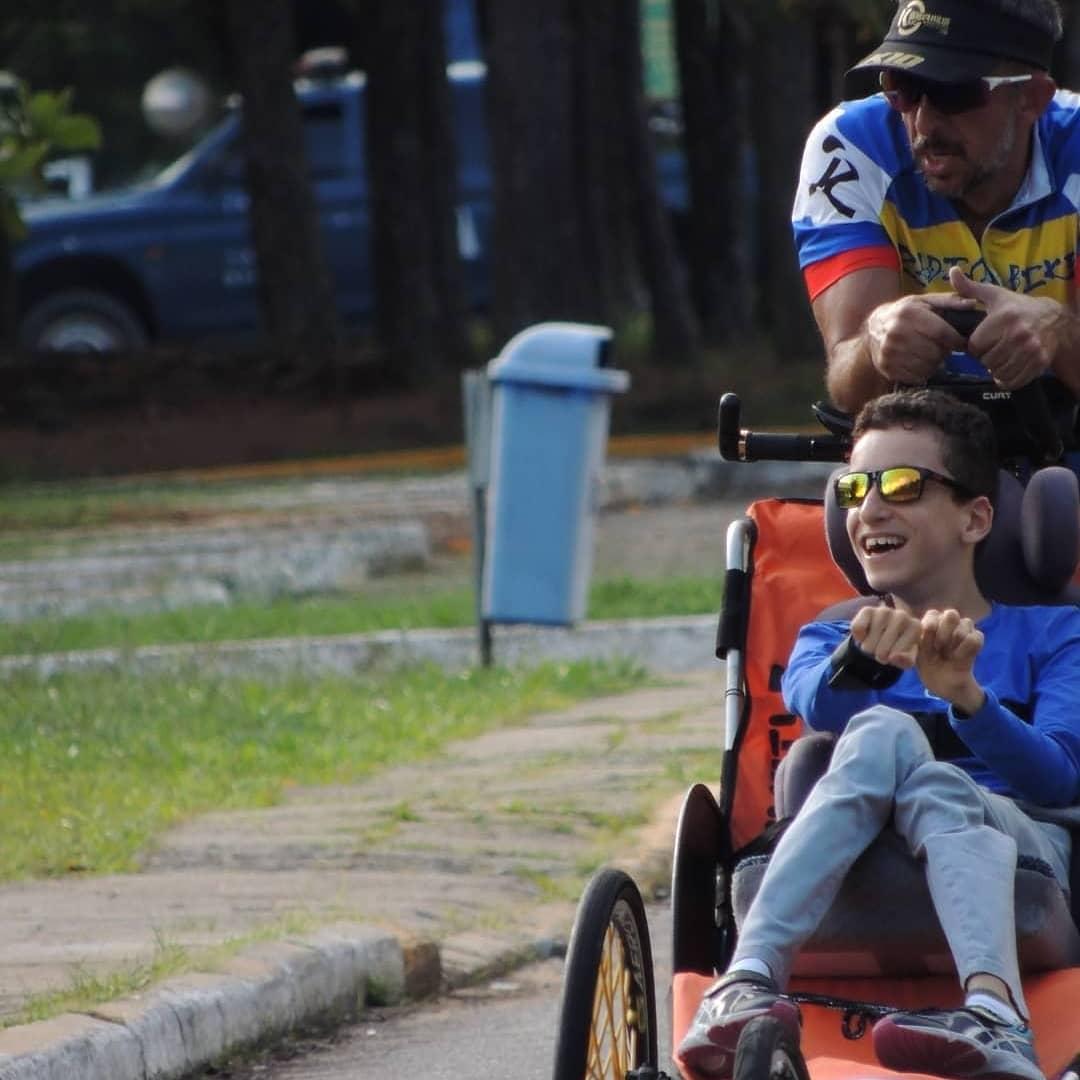 pai filho paralisia cerebral participam triatlo