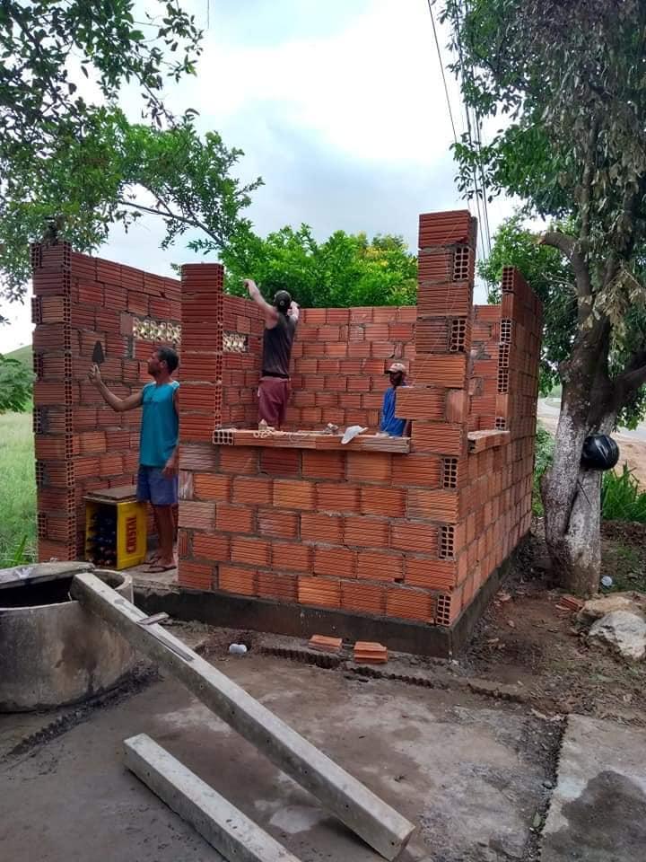 Amigos e clientes reconstroem quiosque assaltado e incendiado em Italva (RJ)