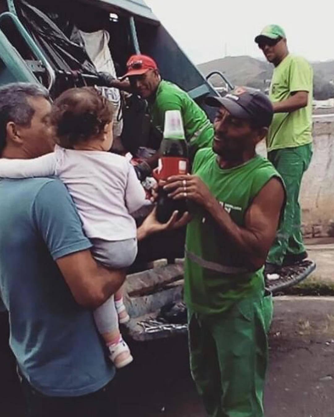 A amizade encantadora da Maria Fernanda com coletores de lixo: muito além dos ovos de Páscoa 1