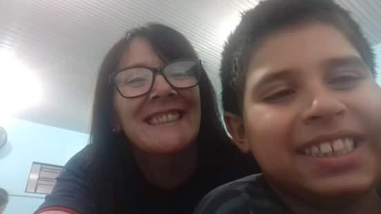 garoto autista aula educação física escola