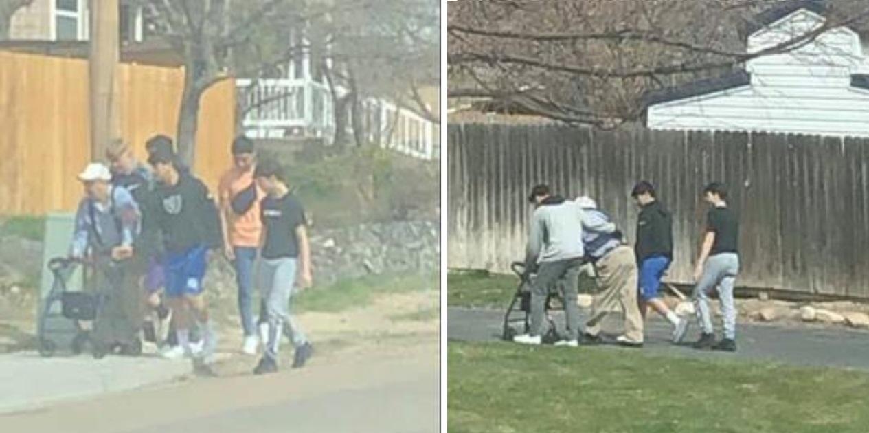 Adolescentes veem idoso cair no chão e param carro para ajudá-lo a se levantar