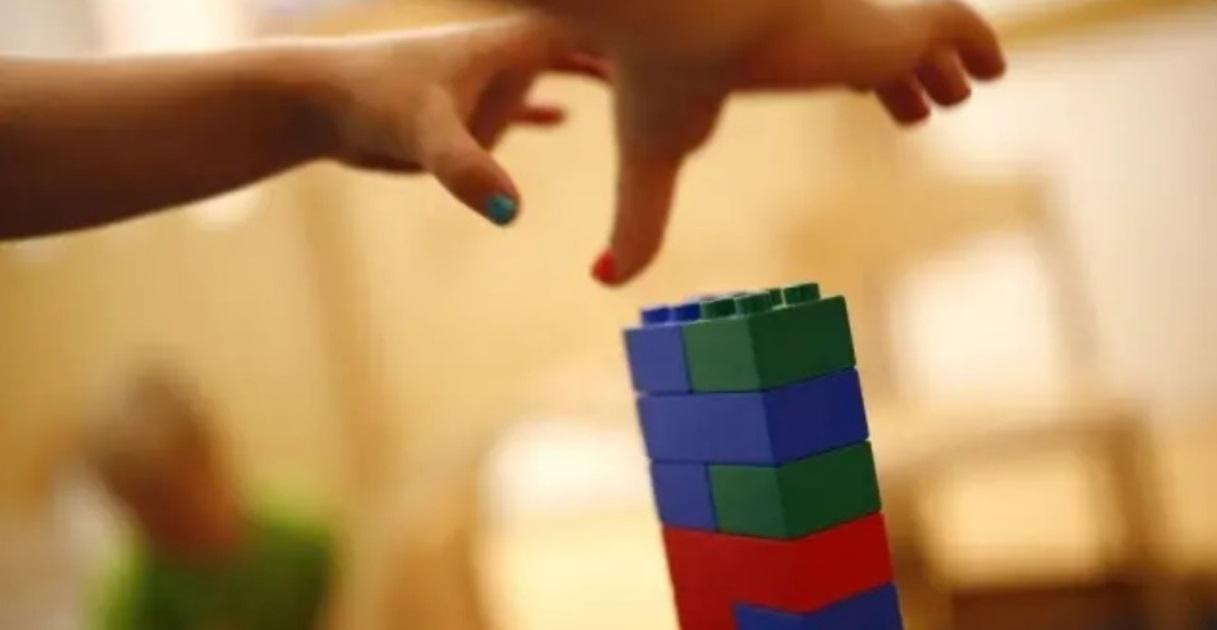 Lego anuncia peças em braille para desenvolver habilidades de crianças cegas