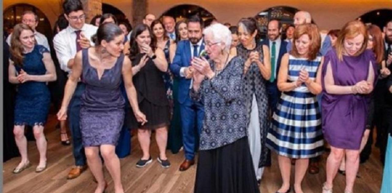 Vovó de 96 anos ensina família a dançar em festa e viraliza nas redes sociais