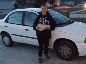 Garoto de 13 anos faz trabalho de jardinagem e vende Xbox para comprar carro novo para a mãe
