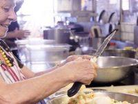 """Restaurante decidiu contratar """"vovós"""" e agora tem a melhor comida caseira"""