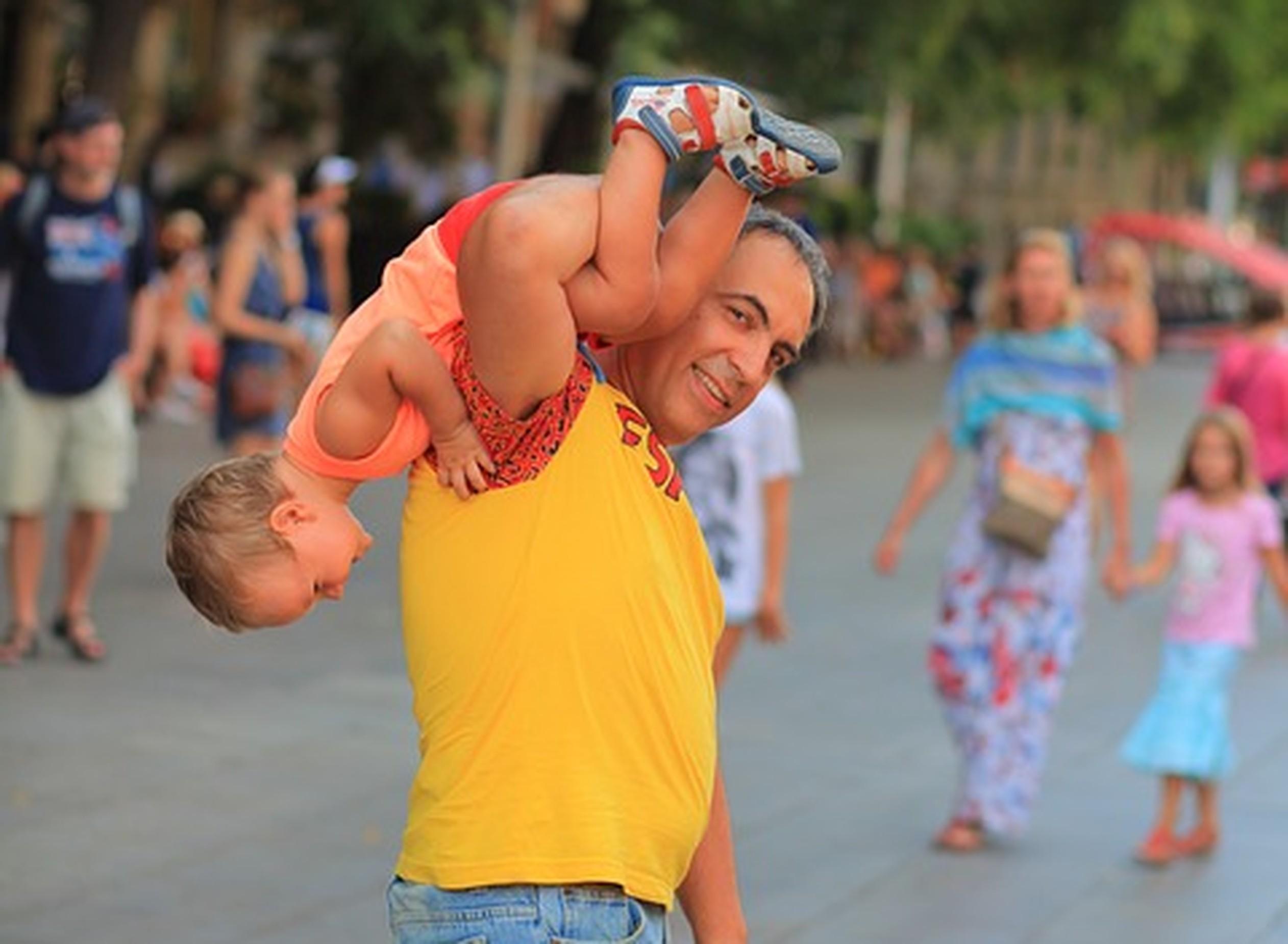 Espanha aumenta licença paternidade para 8 semanas - em 2021, serão 16