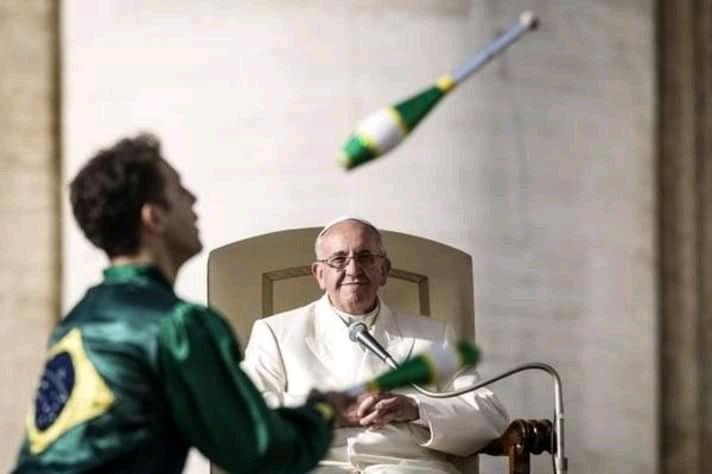 malabarista brasileiro projeto social arranca sorrisos papa francisco