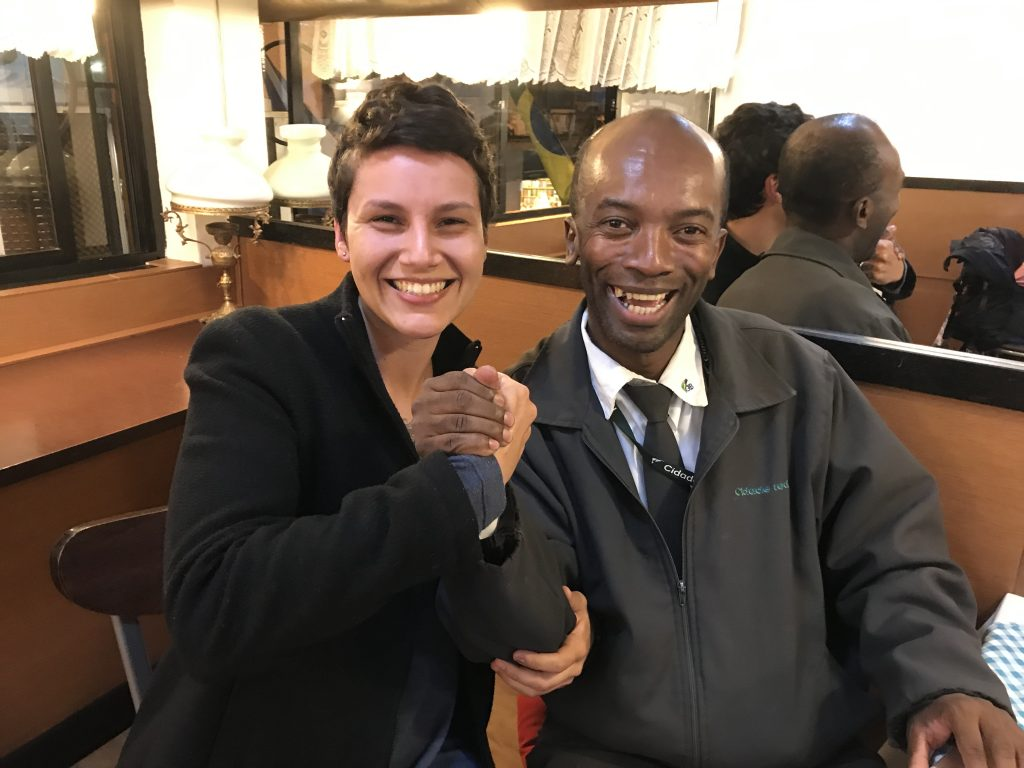Conheça Edmilson, o cobrador de ônibus formado em RI que fala 10 idiomas