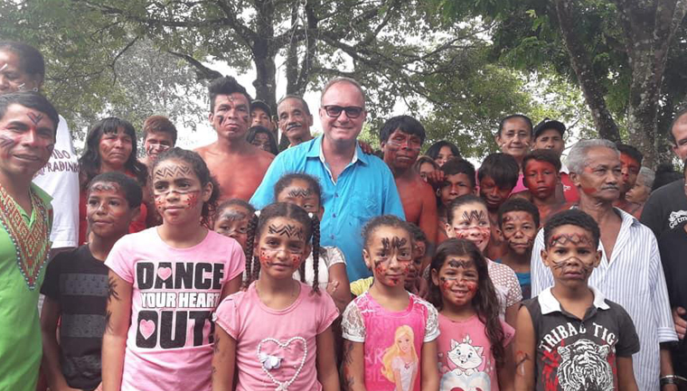 escola inclui língua indígena currículo escolar
