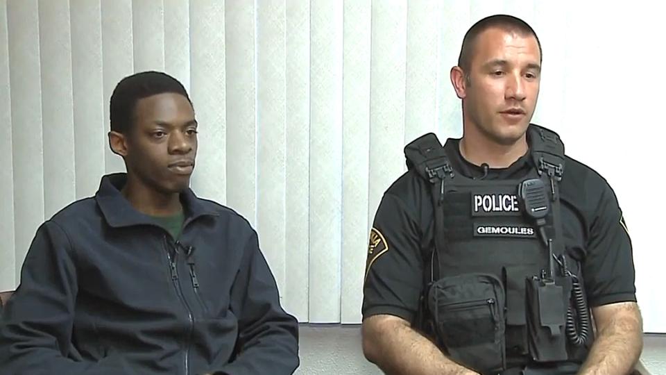 Ao invés de multar jovem com veículo irregular, policial o leva até entrevista de emprego
