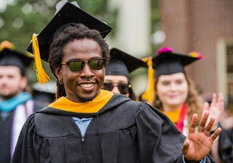 Mineiro supera velho preconceito, se forma em universidade americana e volta vitorioso