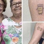 Para celebrar os 30 anos de amizade, idosas fazem tatuagem juntas