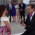 Rapaz autista faz emocionante pedido de casamento para noiva com síndrome de Down