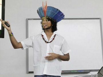 Índio pataxó recebe título de mestre em Química pela UFBA