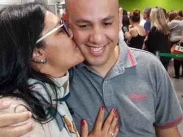 Mãe e filho que se reencontraram após 38 anos chegam a Brasília