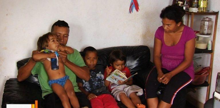 Garoto ignora fome e tenta ajudar pais desempregados em Senador Canedo (GO)