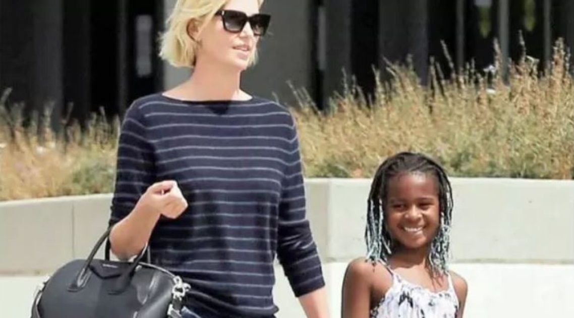 Charlize Theron revela que sua filha adotiva é trans: