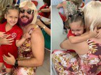 pai veste 'pãe' comemorar filha dia das mães escola