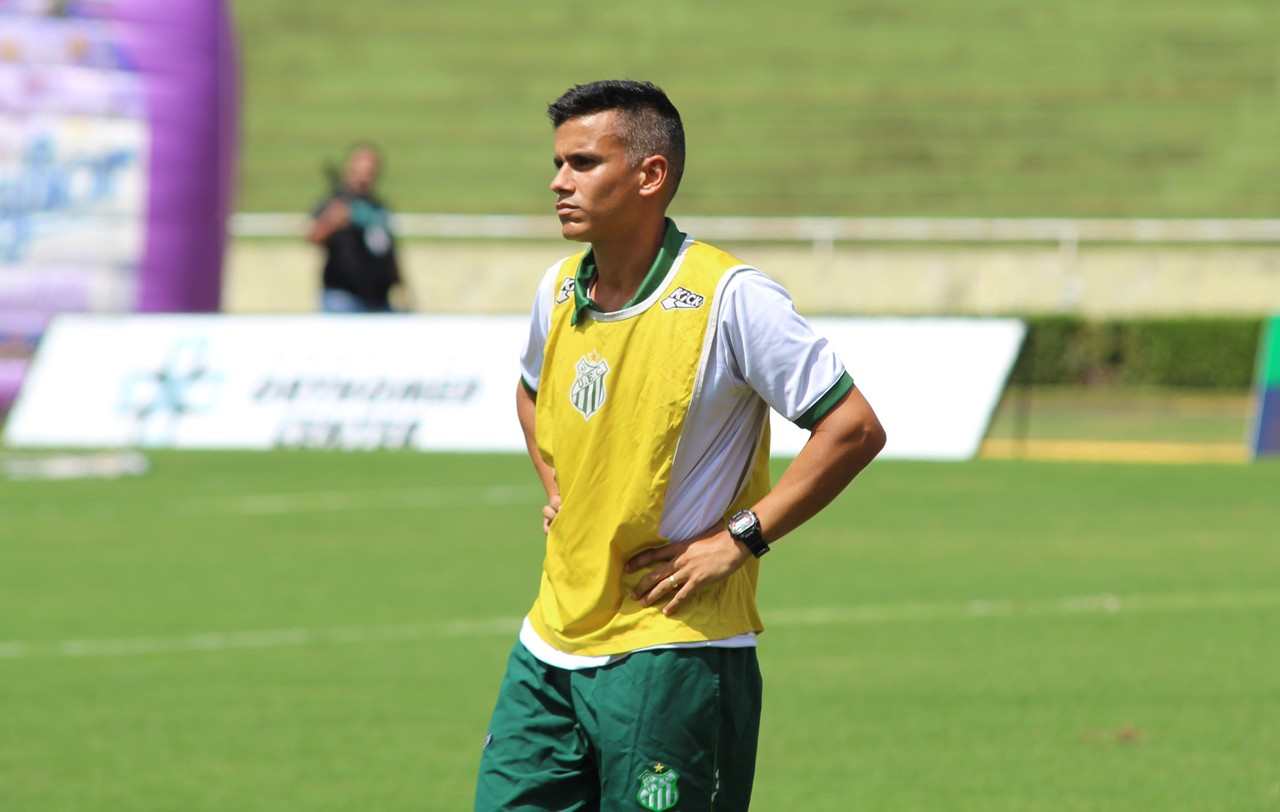 Pai sofre infarto, filho assume, e time volta à elite do Mineiro sob comando da dupla