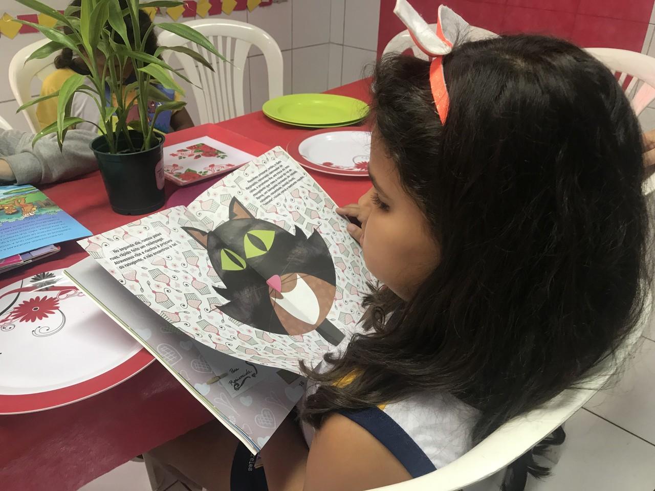 Escola cria 'restaurante da leitura' para estimular alunos a ler em Maceió (AL)