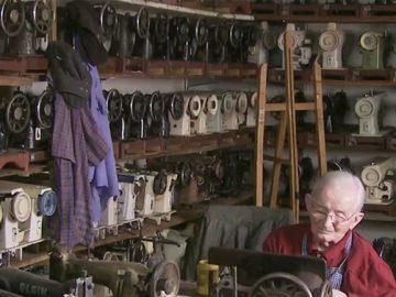 Idoso de 104 anos cria museu de máquina de costura em homenagem à esposa em SC