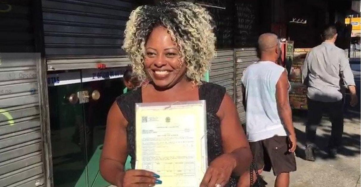 Após 25 anos, a cabeleireira Cleusa finalmente consegue o divórcio