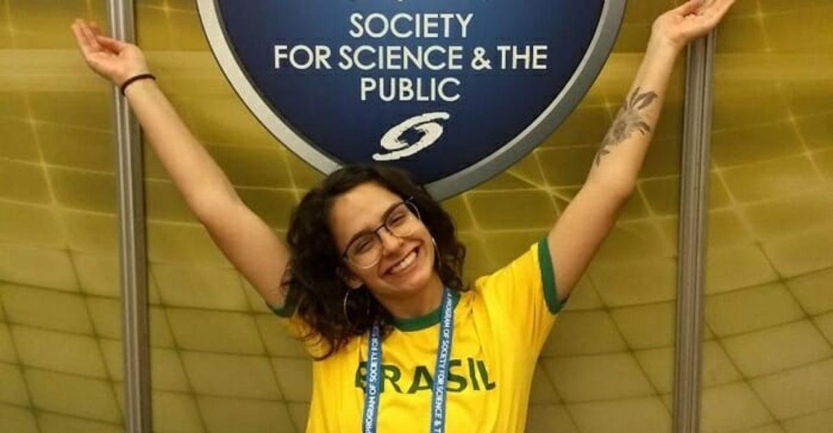 Brasileira de 18 anos vence feira mundial de ciências: