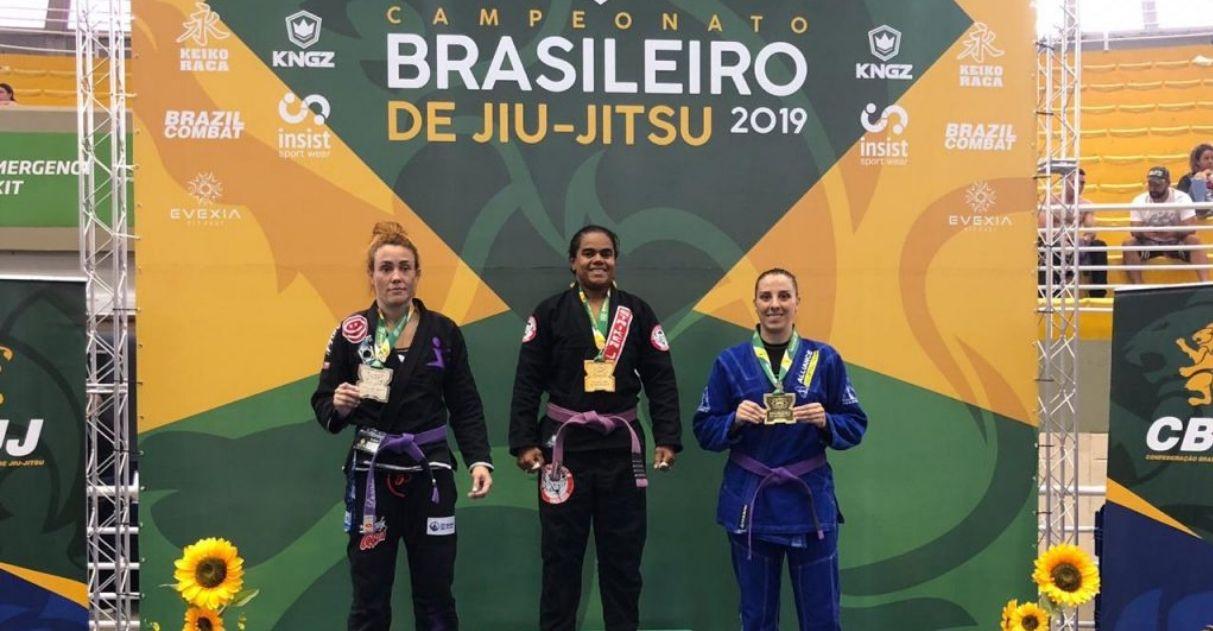 Gari e lutadora profissional, atleta de Guarapari vence brasileiro de Jiu-jitsu
