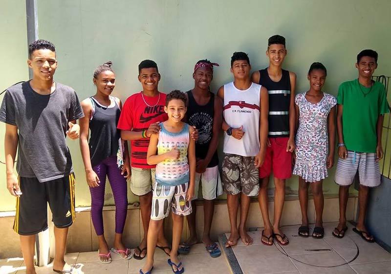 Pai de 5 adota mais 4 filhos e tenta o décimo pra não separar família